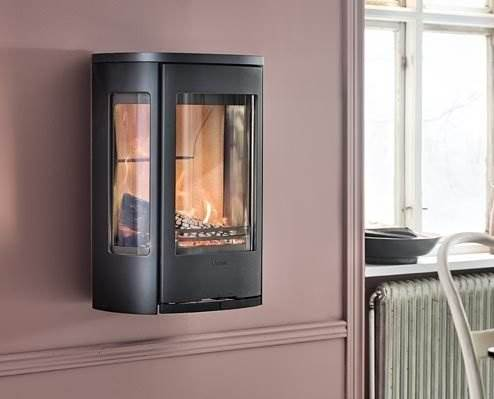 Contura 856W Style - Our wall-mounted model is practical and raises the fire to make it more visible. The generous side panes provide great flame visibility from all angles. The 856W is available in several variants, so you can find the ideal design for your wall.