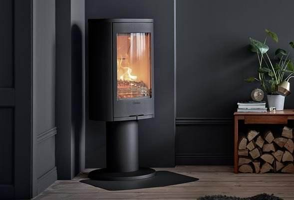 Contura 870 Style - Raise your stove and give the fire pride of place in your interior. A pedestal-mounted stove makes the fire more visible. It also provides an airy look underneath, and makes floor cleaning around the stove easier. With a turntable (optional), you can orient your stove smoothly full-circle for the best and cosiest view.
