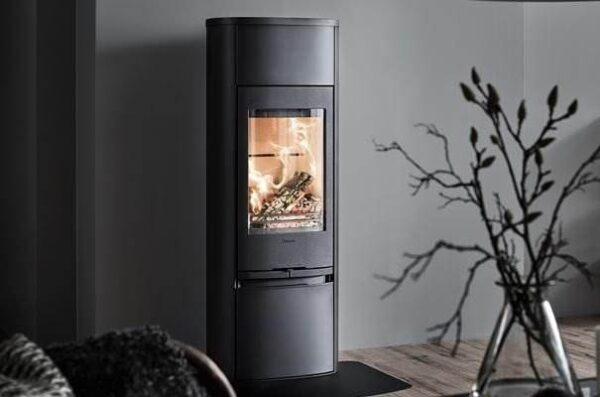 Contura 890 Style - A stove to impress, but still in an easily-placed format. The tall 890 spreads warmth and cosiness all around and will be a natural feature for your family to gather around. A stove with a distinct presence in any interior, whether lit or not.