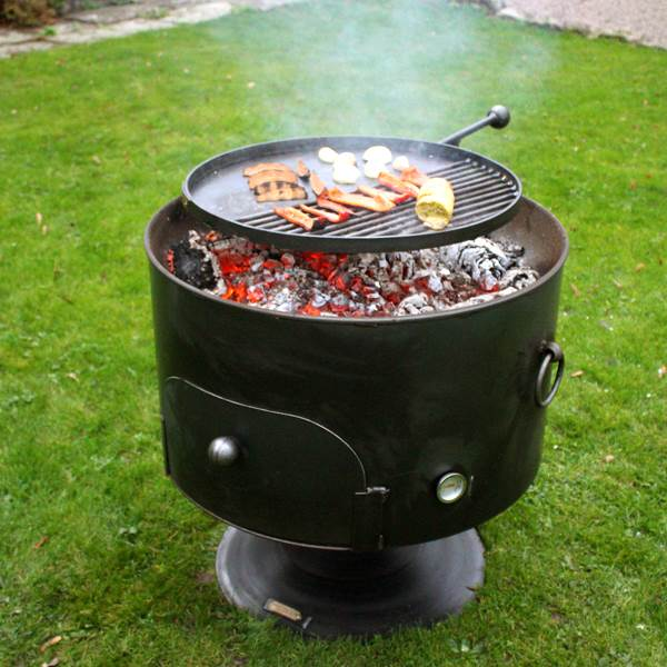 Pete's Oven Firepit 70cm - Manufactured from 3 ? 4mm mild steel. The removable swing arm allows for further food items to be cooked simultaneously whilst the increased oven space can also be used for cooking chickens ? not just limiting you to pizzas! For best results for the pizza oven, we would advise removing any leftover ash from the fire pit before cooking.  <strong>Material:</strong>?3 ? 4mm Steel <strong>Size:</strong>?70cms Diameter x 23cms Depth. Total height including stand approx. 76cms (pit only) or approx. 80cms with the Swing Arm.?The opening to the oven is approx. 36cm. The lid measures 10cm larger than the fire pit.