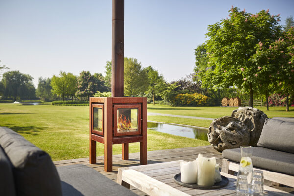 "RB73 Quaruba L - 4-Sided Outdoor Stove - <span lang=""EN"">The Quaruba model is a stylish wood stove with an elegant appearance designed for outdoor use. </span><span lang=""EN"">This cube-shaped terrace stove has an unique modular construction and is therefore assembled as desired with 1 ( glass fronted door) to 4 glass panels. </span><span lang=""EN"">The door catch is located between the door panel and the right leg. </span><span lang=""EN"">The version with 4-wheels is easy moved. In addition, the platform for the wheels can also be used as storage for firewood.</span>"