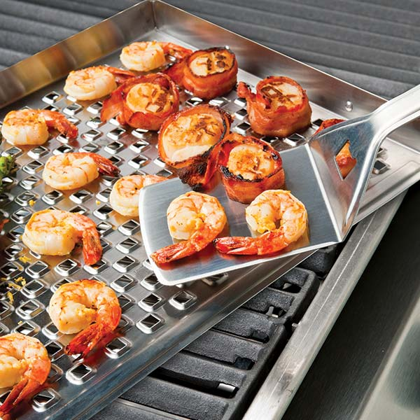 Broil King Grill Turner - The Broil King® Imperial™ stainless steel turner is made with high grade 1.8 mm stainless steel and features an integrated bottle opener, hanging hook and a high density resin handle inset with the stainless steel Broil King® logo.
