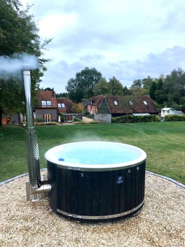 Cotswold Wood Fired Eco Tub - The Burford - 5/6 Person Tub - The Burford wood fired Hot Tub has been crafted by 'Cotswold Eco tubs' and is built for nothing else than carefree relaxation. Step into your very own paradise and sit back and relax. Allow your body to be soothed and your mind to unwind. This is the ultimate garden luxury.
