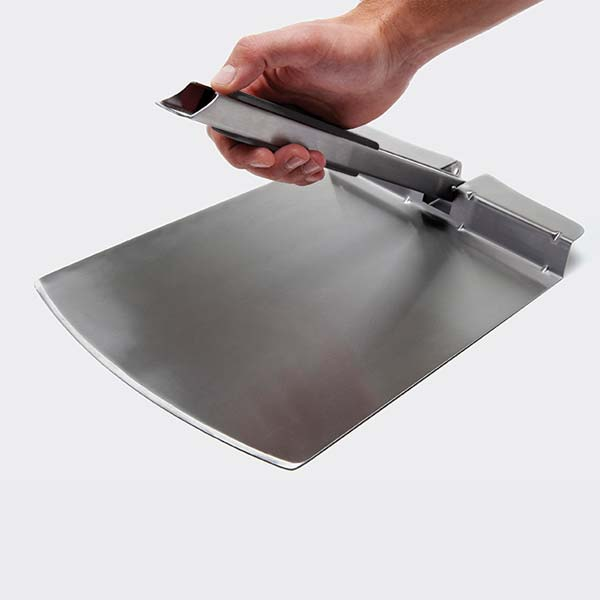 BROIL KING FOLDING PIZZA PEEL - BROIL KING FOLDING PIZZA PEEL Any pizzeria can swear that the most important ingredient after dough is a great stainless pizza peel. Designed with a folding handle to save space the Broil King pizza peel is a must for pizza enthusiasts. Soft grip folding handle, large 29.2cm blade easy to clean. 65.0cm overall length.