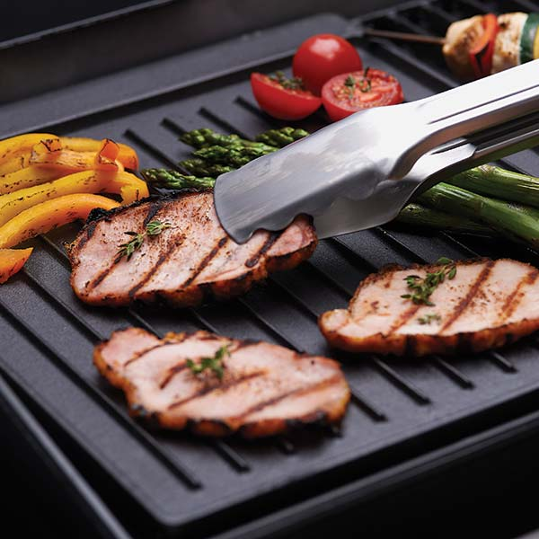 BROIL KING CAST IRON GRIDDLE - HUNTINGDON/ BARON/ BROIL MATE - BROIL KING CAST IRON GRIDDLE - HUNTINGDON/ BARON/ BROIL MATE 44.4 x 31.7 cm – For Broil King, Broil-Mate, and Huntington grills. Reversible cast iron griddle with matte porcelain coating. Use in place of cooking grid section. Fits models: Baron™ 320, 340, 440, 490, 590